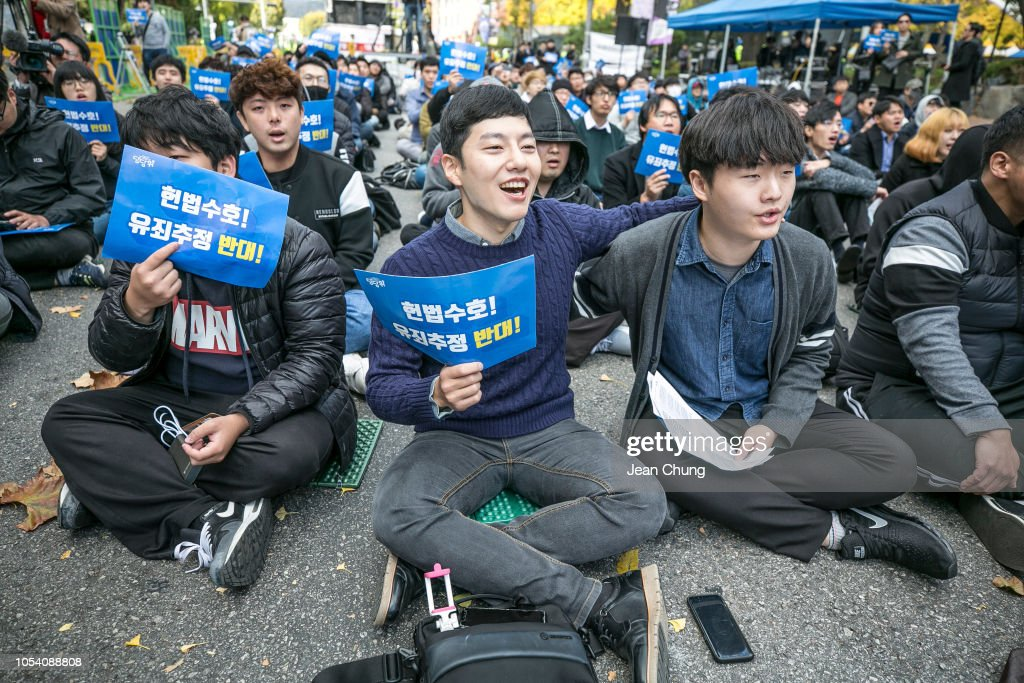 Anti-#MeToo and Pro-Feminist Men Rally in Seoul : News Photo