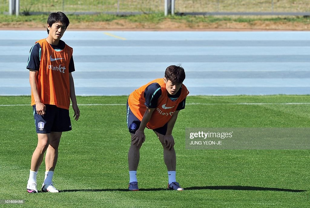 South Korean midfielders Park Ji-Sung (R) and Lee Chung-Yong (L) take a rest during a training session at the Olympia Park Stadium in Rustenburg on June 6, 2010 ahead of the start of the 2010 World Cup football tournament.