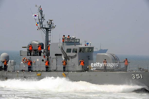 A South Korean patrol boat sails in the Yellow Sea off the southwestern port of Pyeongtaek on June 15 2009 South Korea's 440ton highspeed missile...