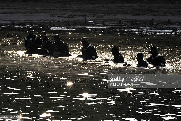 South Korean police officers inspect the Han river prior to the upcoming G20 Summit in Seoul on November 3 2010 The South Korean police chief has...