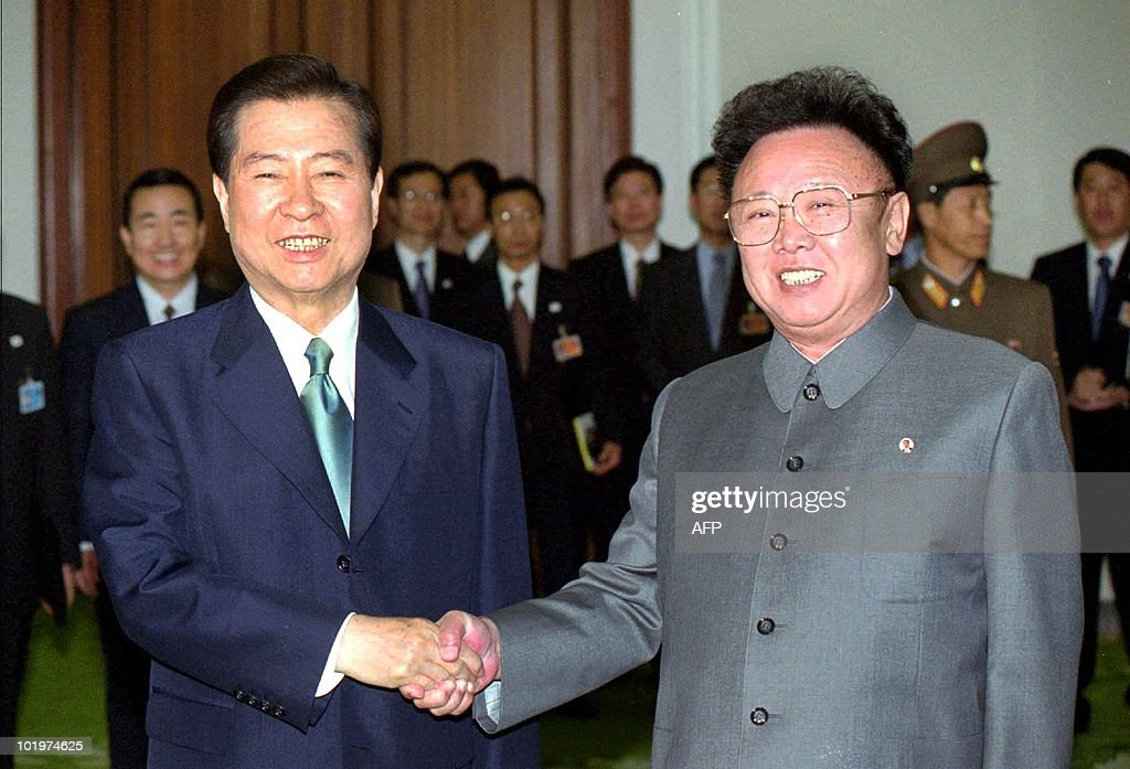 south-korean-president-kim-daejung-shakes-hands-with-north-korean-picture-id101974625