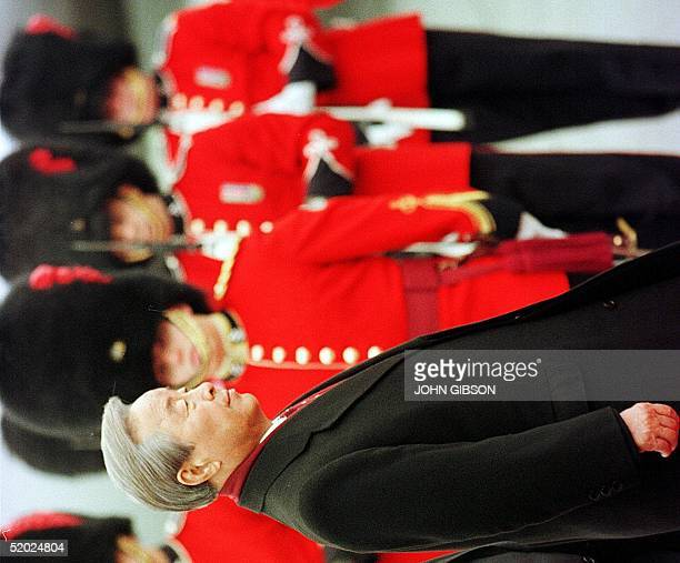 South Korean President Kim Young Sam walks past the Vandoos, the 2nd Royal Regiment of Val Cartier, Quebec, as he arrives at Vancouver Airport 22...