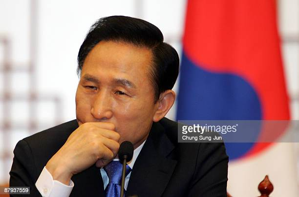 South Korean president Lee MyungBak attends a press conference with Czech Republic President Vaclav Klaus after hearing the reports about former...