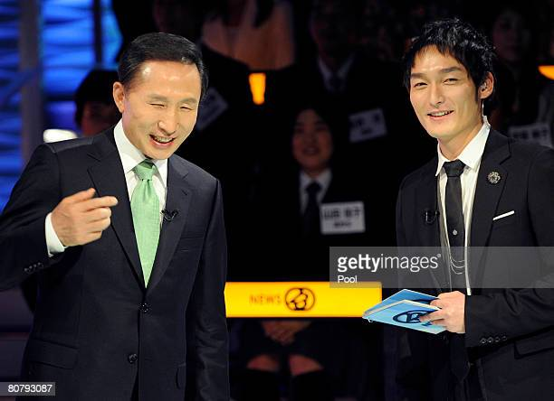 South Korean President Lee MyungBak shares a light moment with Japanese singer Tsuyoshi Kusanagi known as Chonan Gang in South Korea while he attends...