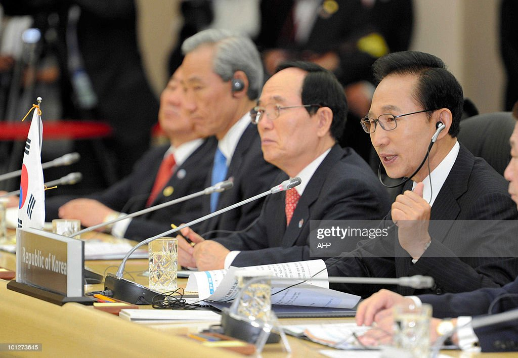 South Korean President Lee Myung-Bak (R) speaks during the second-day of trilateral summit meetings between China, Japan and South Korea in Seogwipo on Jeju island, south of Seoul, on May 30, 2010. China's Premier Wen Jiabao said there is an 'urgent' need to avoid clashes and ease tensions following the sinking of a South Korean warship. But Wen, speaking after a summit with the Japanese and South Korean leaders, gave no indication that China is ready to join them in blaming North Korea for the incident.