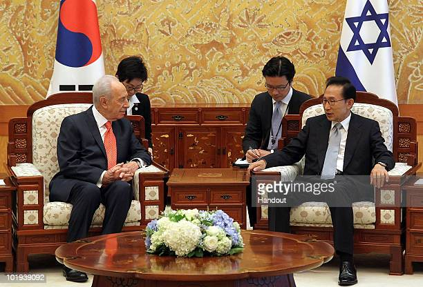 South Korean President Lee MyungBak talks with Israeli President Shimon Peres during their meeting at the presidential blue house on June 10 2010 in...