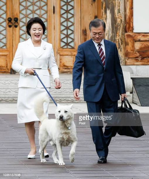South Korean President Moon Jae-in and his wife Kim Jung-sook depart from their residence on their way to North Korea on September 18, 2018 in Seoul,...