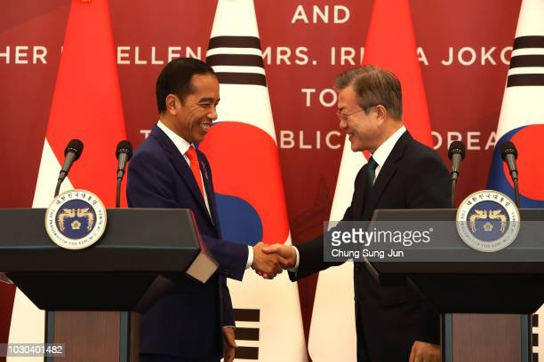 South Korean President Moon JaeIn and Indonesian President Joko Widodo attend the press conference at the Presidential blue house on September 10...