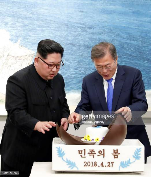 South Korean president Moon Jaein and North Korean leader Kim Jongun attend Dinner banquet in the Peace House building at the southern side of the...