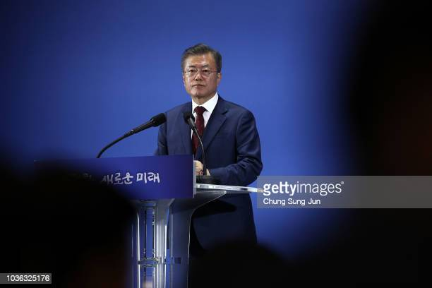 South Korean President Moon Jaein arrives for a press conference after visiting North Korea on September 20 2018 in Seoul South Korea President Moon...