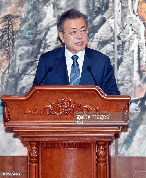 South Korean President Moon Jaein attends the joint press conference with with North Korean leader Kim Jong Un at Paekhwawon State Guesthouse on...