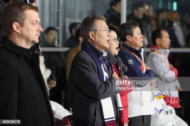 South Korean President Moon Jaein talk sings the national anthem during the closing ceremony of the PyeongChang 2018 Paralympic Games at the...