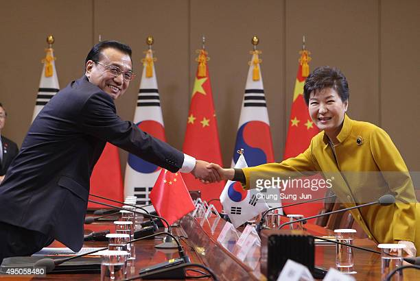 South Korean President Park Geun-Hye shakes hands with Chinese Premier Li Keqiang during a meeting at the presidential Blue House on October 31, 2015...