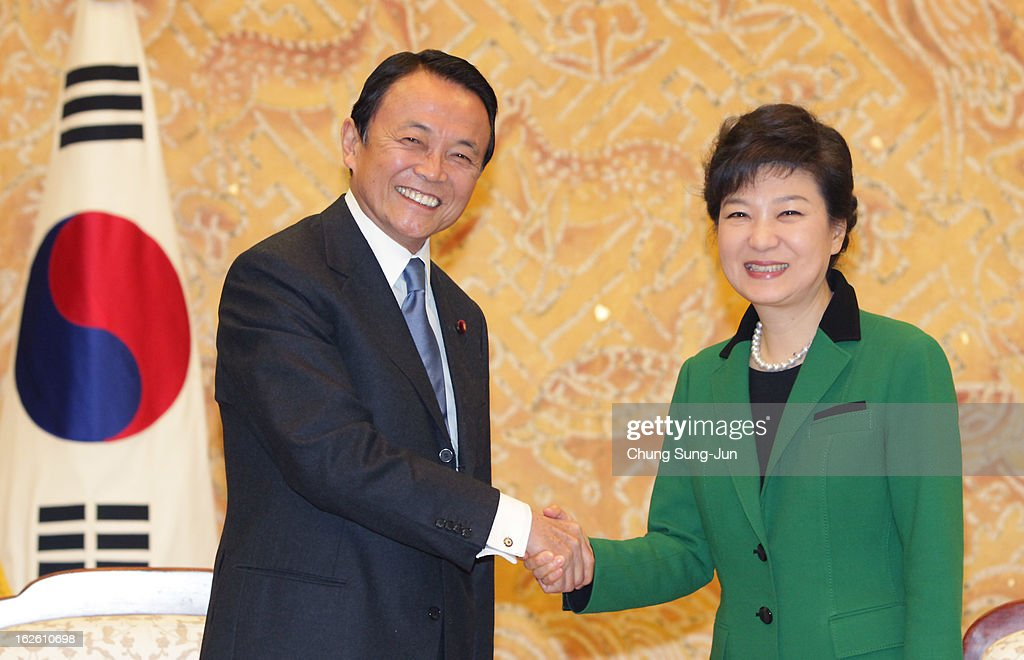 Park Geun-Hye Inargurated As First Female President Of South Korea : ニュース写真