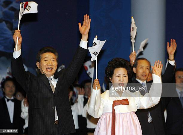 South Korean President Roh Moohyun and his wife Kwon YangSook give three cheers in Seoul 01 March 2007 at the 88th anniversary of the March 01...