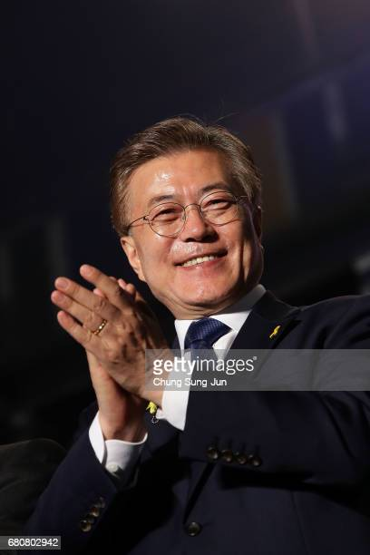 South Korean Presidentelect Moon Jaein of the Democratic Party of Korea celebrates with supporters at Gwanghwamun Square on May 9 2017 in Seoul South...