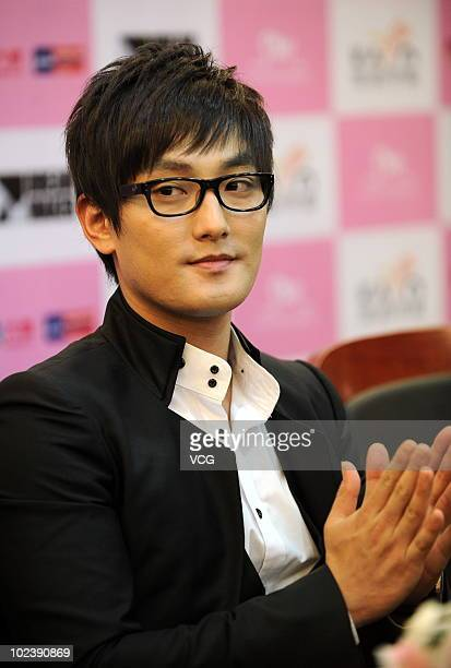 South Korean singer Ahn Chil Hyun applause during a press conference of his concert 'KANGTA ASIA TOUR 2010 in Beijing' on June 24 2010 in Beijing...