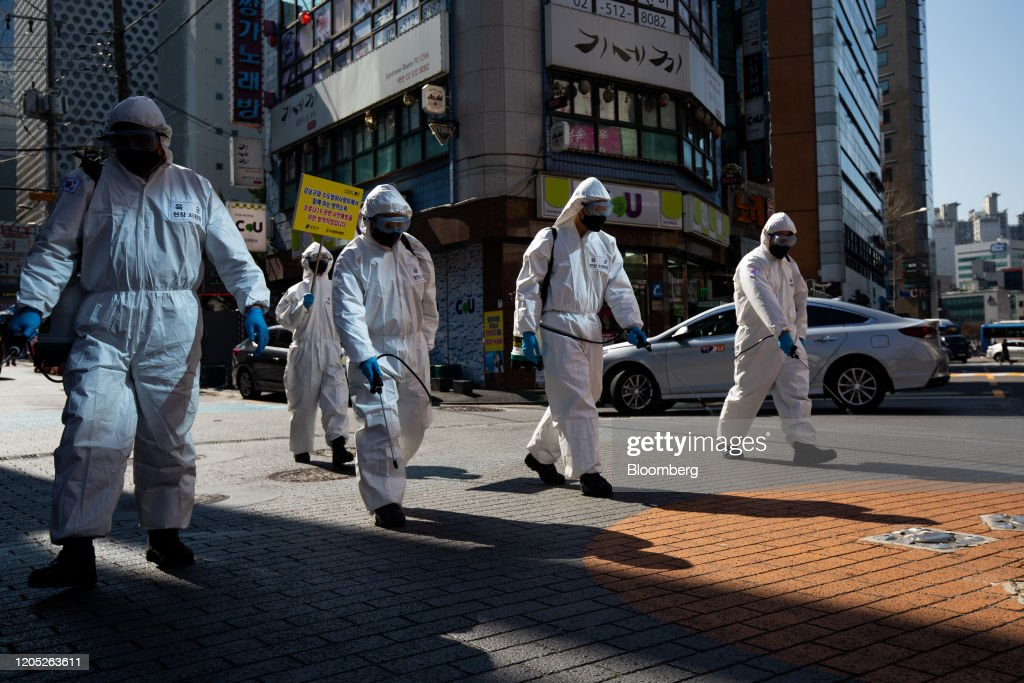 Soldiers Disinfect the City As South Korea Unveils $9.8B Extra Budget to Stem Virus Fallout : ニュース写真