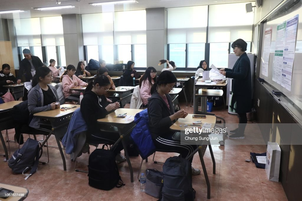 Students Sit For College Entrance Exams In Seoul : News Photo