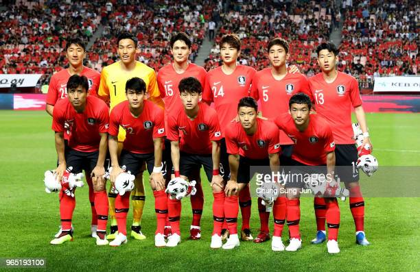 South Korean team pose before the international friendly match between South Korea and Bosnia Herzegovina at Jeonju World Cup Stadium on June 1 2018...