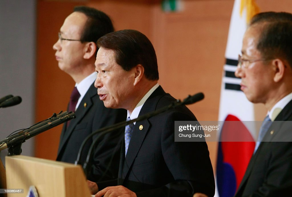 South Korean Unification Minister Hyun In-Taek, Foreign Minister Yu Myung-Hwan and Defense Minister Kim Tae-Young talk during the press conference on May 24, 2010 in Seoul, South Korea. President Lee announced to take the North to UN Security Council.