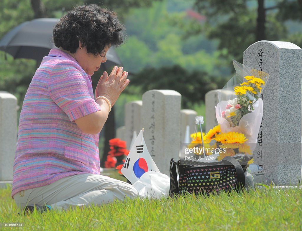 A South Korean woman prays after laying a wreath during a visit to a national cemetary on Memorial Day in Seoul on June 6, 2010. The US and its Asian allies demanded North Korea pay a price for the alleged sinking of a South Korean warship, even as Washington acknowledged diplomacy may have no effect on the reclusive regime.