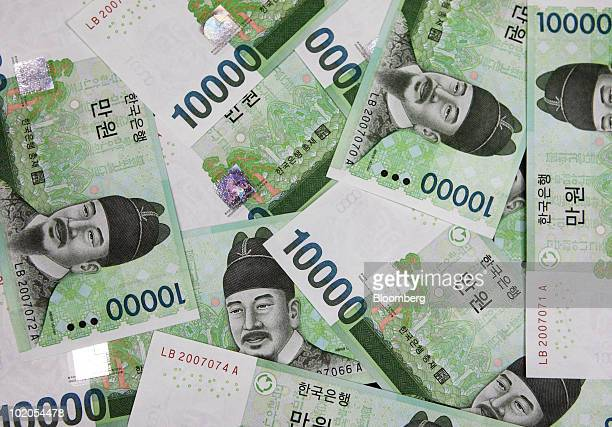 South Korean won notes are arranged for a photograph in Tokyo Japan on Monday June 14 2010 South Korea's won strengthened the most in a week after...