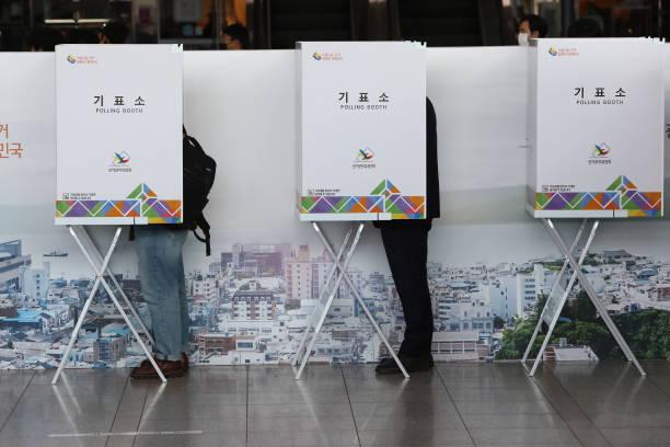 KOR: South Korea Hold Its Parliamentary Election Amid The Coronavirus Outbreak