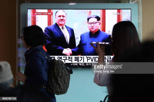 South Koreans watch on a screen reporting the US Secretary of State Mike Pompeo visit to North Korea at the Seoul Railway Station on May 9 2018 in...