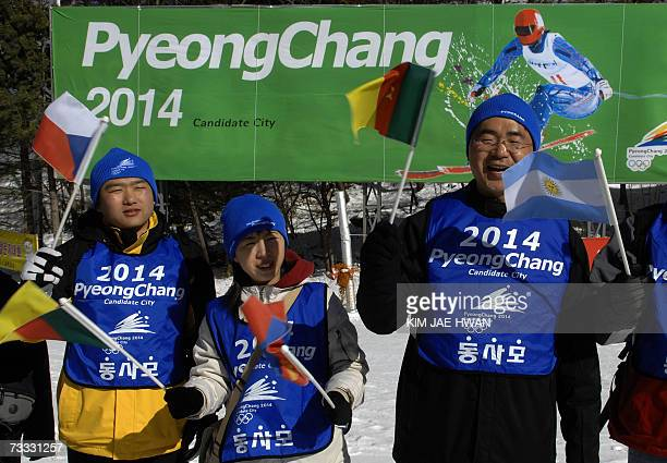 South Koreans waves flag to the IOC Evaluation team visiting Alpin skiing and Snowboard venuess in Pyeongchang 15 February 2007 South Korea's Winter...