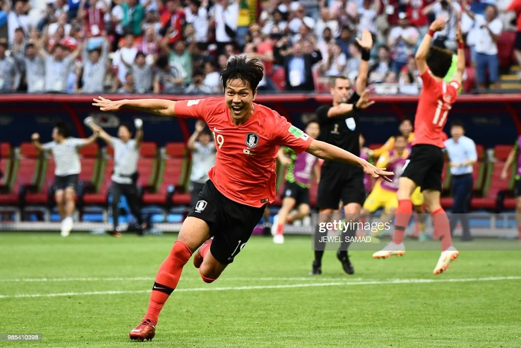 TOPSHOT - South Korea's defender Kim Young-gwon celebrates after scoring a goal during the Russia 2018 World Cup Group F football match between South Korea and Germany at the Kazan Arena in Kazan on June 27, 2018. (Photo by Jewel SAMAD / AFP) / RESTRICTED