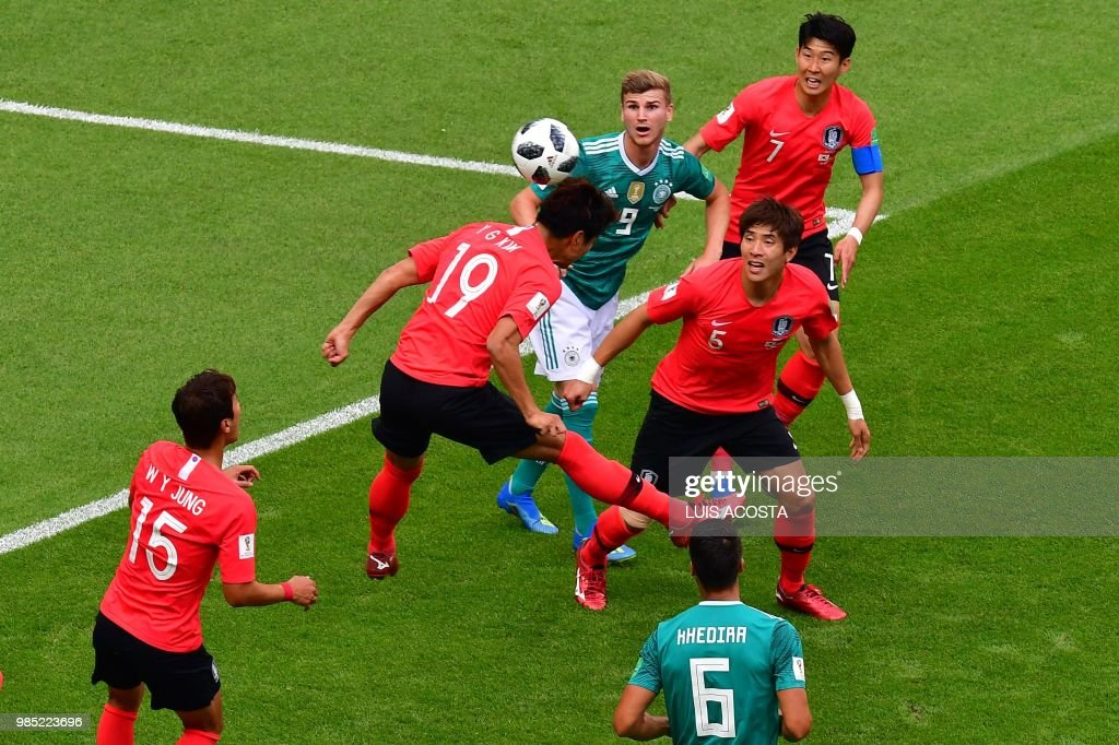 TOPSHOT - South Korea's defender Kim Young-gwon (2nd-L) heads the ball during the Russia 2018 World Cup Group F football match between South Korea and Germany at the Kazan Arena in Kazan on June 27, 2018. (Photo by Luis Acosta / AFP) / RESTRICTED