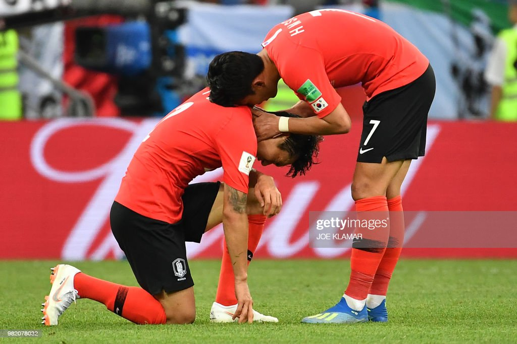 TOPSHOT - South Korea's defender Lee Yong (L) is comforted by teammate South Korea's forward Son Heung-min at the end of the Russia 2018 World Cup Group F football match between South Korea and Mexico at the Rostov Arena in Rostov-On-Don on June 23, 2018. Mexico won 2-1. (Photo by JOE KLAMAR / AFP) / RESTRICTED