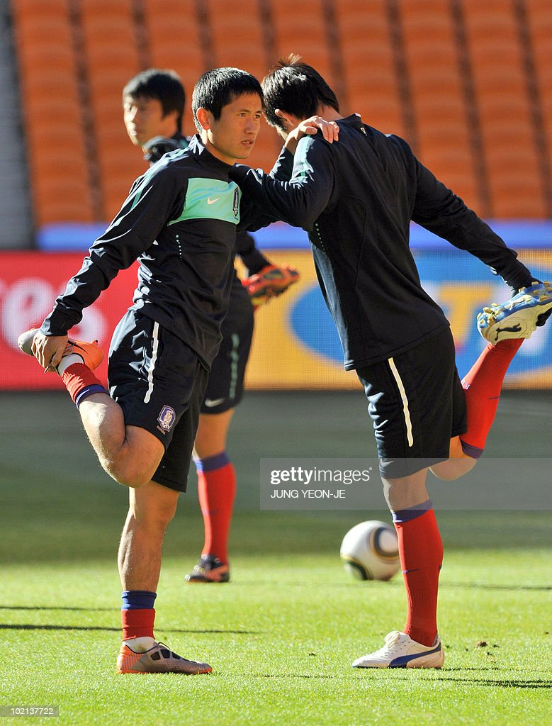 South Korea's defender Lee Young-Pyo (L) stretches during a team training session at Soccer City Stadium in Johannesburg on June 16, 2010. South Korea will face Argentina on June 17 as part of Group B of 2010 World Cup football tournament in South Africa.