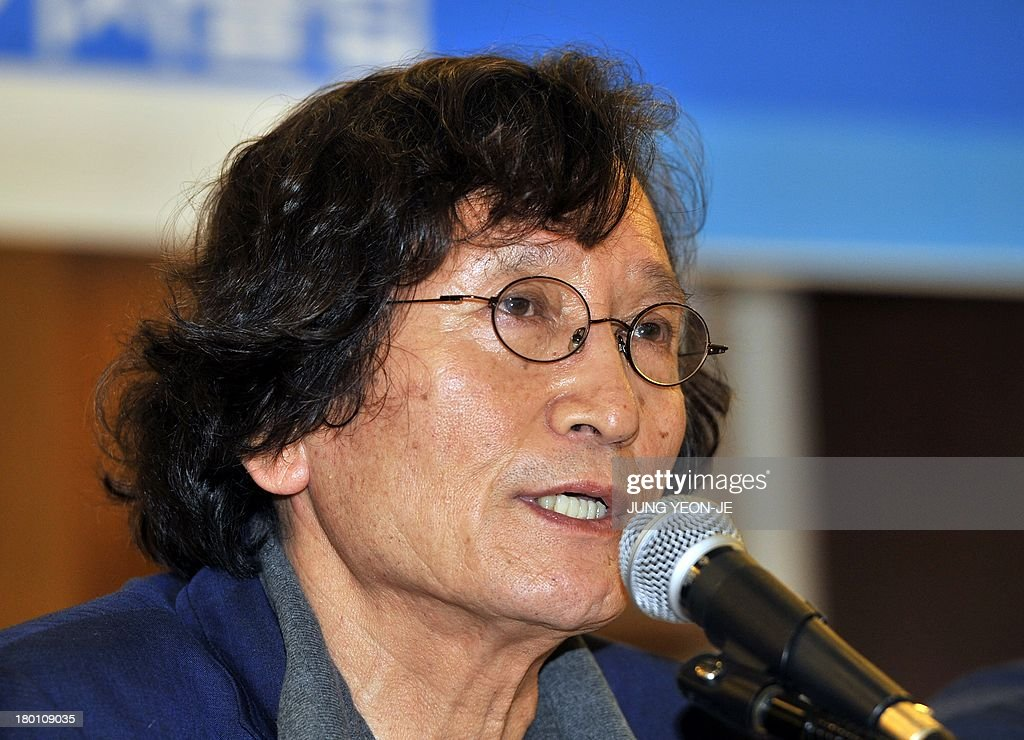 South Korea's firebrand director Chung Ji-Young speaks during a press conference against the decision to stop screening the documentary film 'Project Cheonan Ship' produced by Chung in Seoul on Sep...