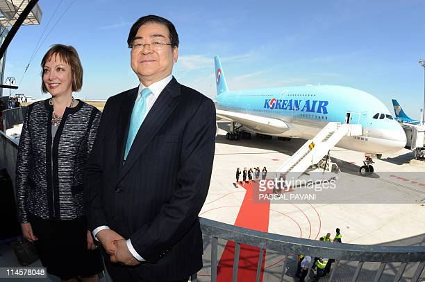 South Korea's flag carrier Korean Air's chairman and CEO Yang Ho Cho and president of Engine Alliance Mary Ellen Jones poses on May 24 2011 at Airbus...