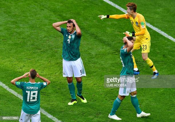 South Korea's goalkeeper Cho Hyunwoo speaks with his teammates during the Russia 2018 World Cup Group F football match between South Korea and...