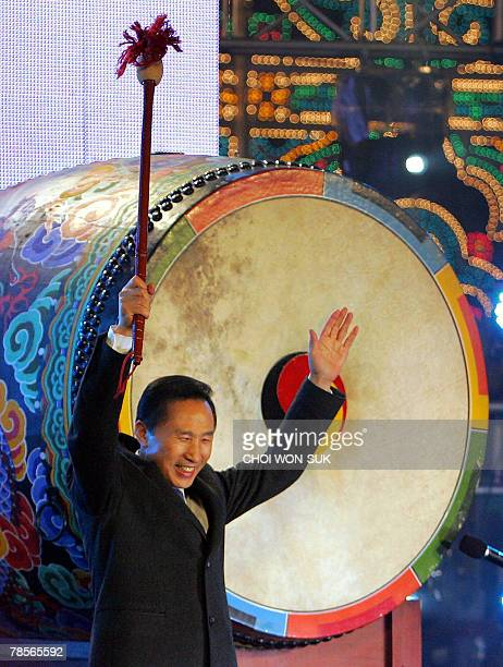 South Korea's Grand National Party presidential candidate Lee MyungBak waves after beating a giant drum at City Hall in Seoul 19 December 2007...