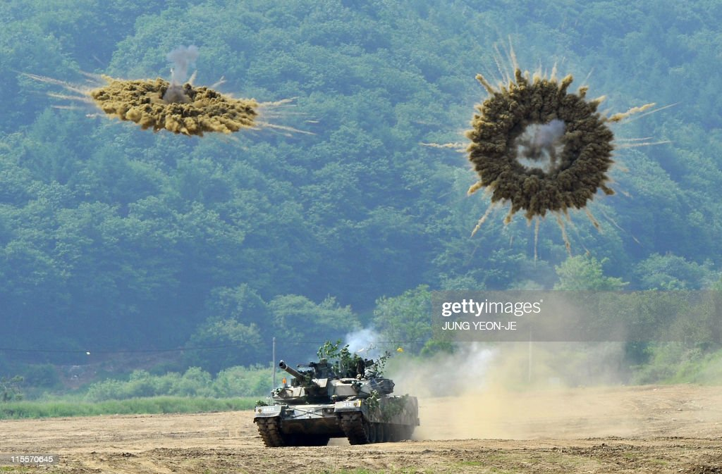 A South Korea's K1 tank fires smoke shel : News Photo