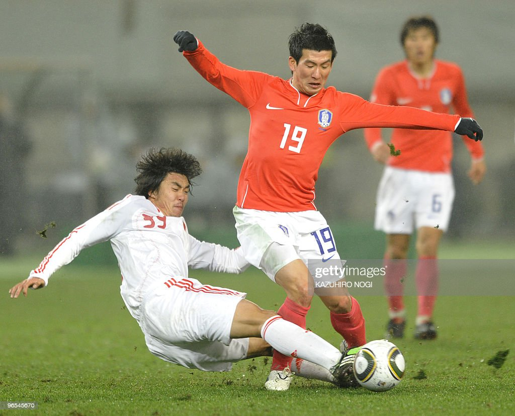 South Korea's midfielder Oh Jang Eun (C, : News Photo