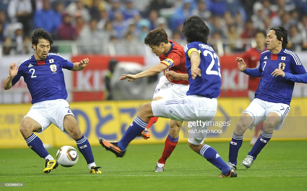 South Korea's midfielder Park Ji-Sung (C) scores his team's first goal against Japan during their international friendly football match at Saitama Stadium, suburban Tokyo, on May 24, 2010. AFP PHOTO/Kazuhiro NOGI