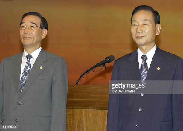 South Korea's new Defense Minister Yoon KwangUng attends his inauguration ceremony in Seoul 29 July 2004 with outgoing defence minister Cho YoungKil...