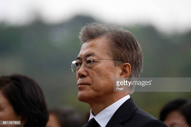 South Korea's new President Moon JaeIn arrives at the National Cemetery on May 10 2017 in Seoul South Korea Moon Jaein of Democratic Party was...