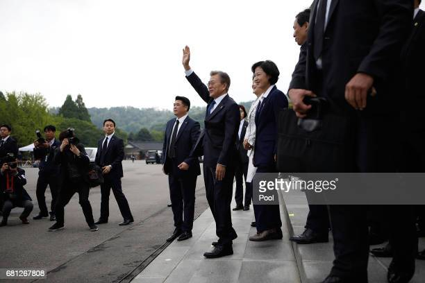 South Korea's new President Moon JaeIn waves to his supporters as he leaves at the National Cemetery on May 10 2017 in Seoul South Korea Moon Jaein...