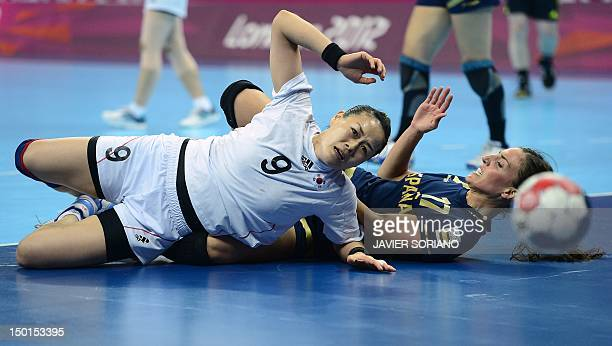 South Korea's pivot Kim Cha Youn vies with Spain's leftwing Elisabeth Pinedo Saenz during the women's bronze medal handball match South Korea vs...