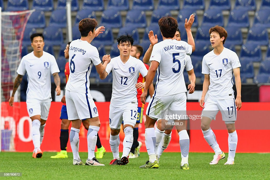 South Korea's players celebrate after scoring during the Euro 2016 friendly football match between Spain and South Korea at Red Bull stadium in Salzburg, Austria on June 1, 2016. / AFP / WILDBILD