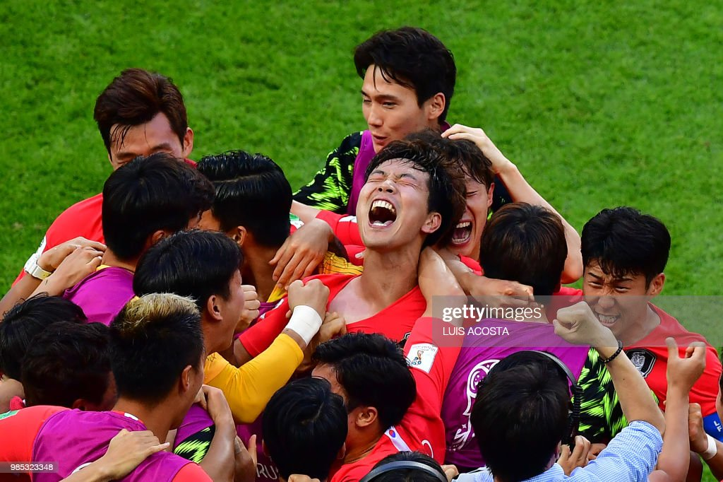 TOPSHOT - South Korea's players celebrate their second goal during the Russia 2018 World Cup Group F football match between South Korea and Germany at the Kazan Arena in Kazan on June 27, 2018. (Photo by Luis Acosta / AFP) / RESTRICTED