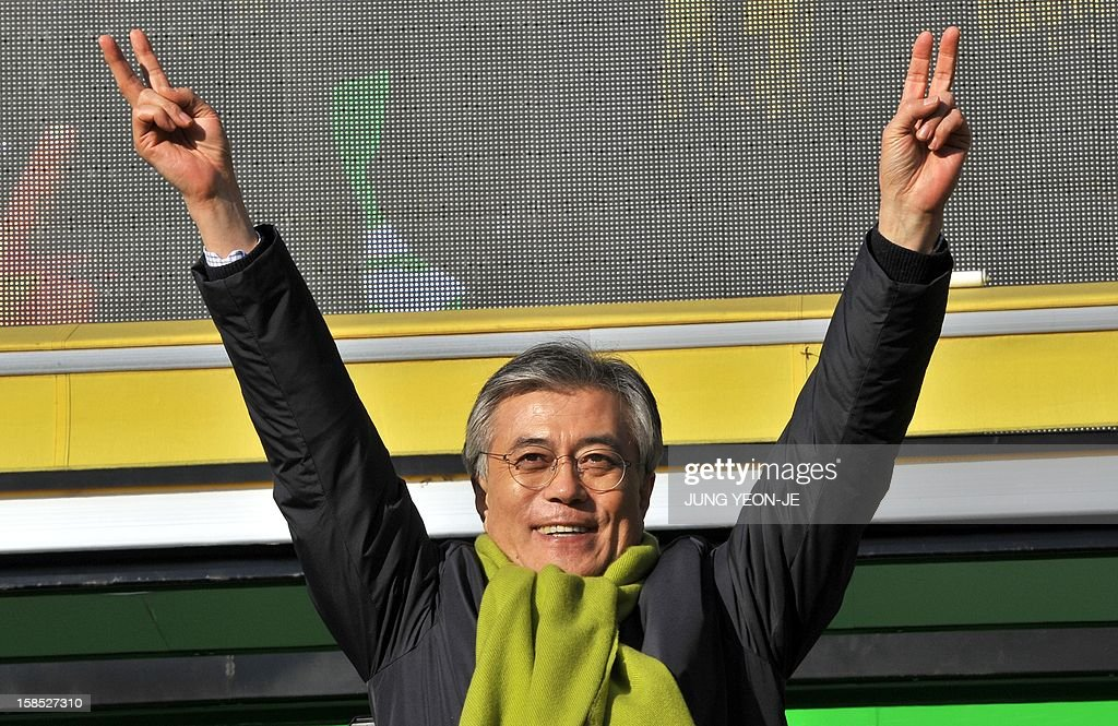 South Korea's presidential candidate Moon Jae-In of the opposition Democratic United Party waves to supporters during his election campaign in Seoul on December 18, 2012. The two rivals for South Korea's presidency made a final pitch to voters on the eve of an election that looks set to go down to the wire and could produce the country's first female leader.