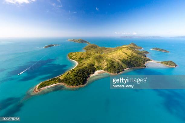 south molle island, behind island daydream, whitsunday islands, queensland - whitsunday island stock photos and pictures