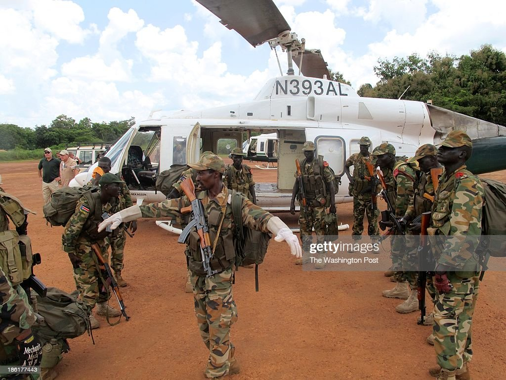 NZARA, SOUTH SUDAN - SEPTEMBER 17: South Sudanese commandoes pr : News Photo